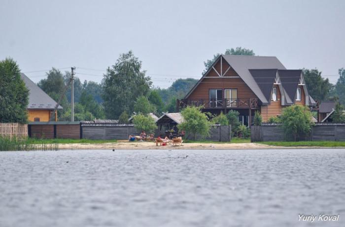 Одна із нових баз на озері