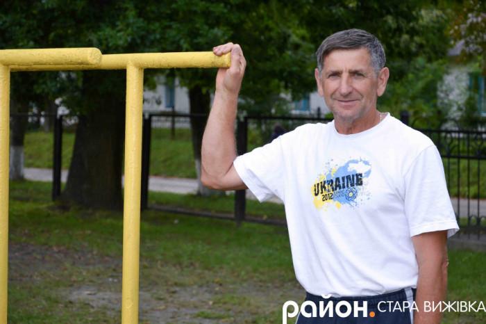 Олександр Гомза на спортивному майданчику