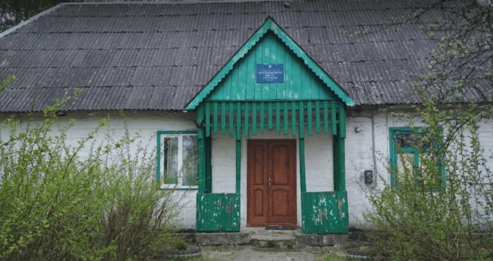 Приміщення колишньої школи у Комаровому