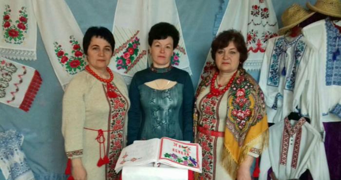 Лариса Дудка - праворуч