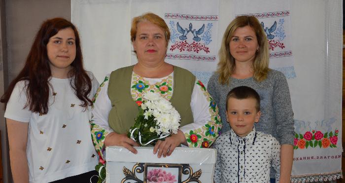 Валентина Курижко з доньками та внуком