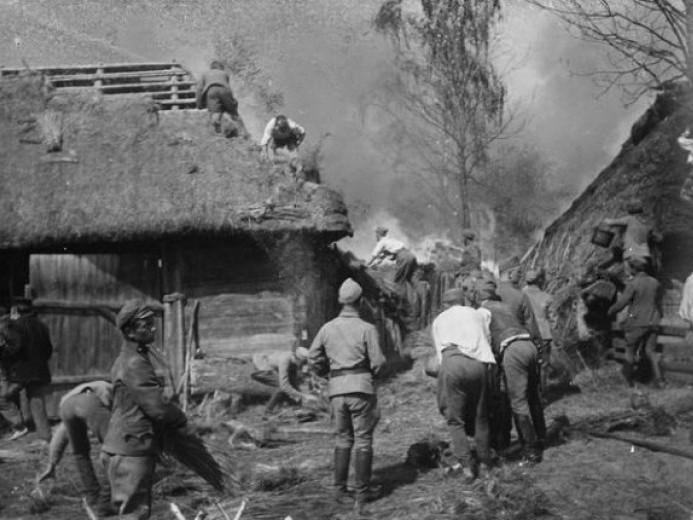 Показали столітні світлини пожежі в селі на Старовижівщині