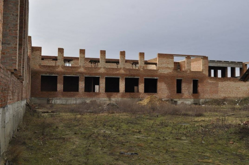 Будівництво школи