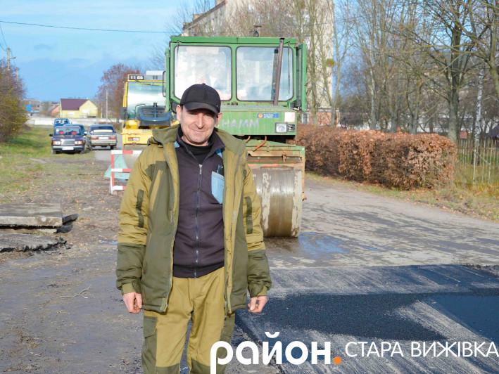 У Старій Вижівці продовжують асфальтувати вулицю Забілицьку