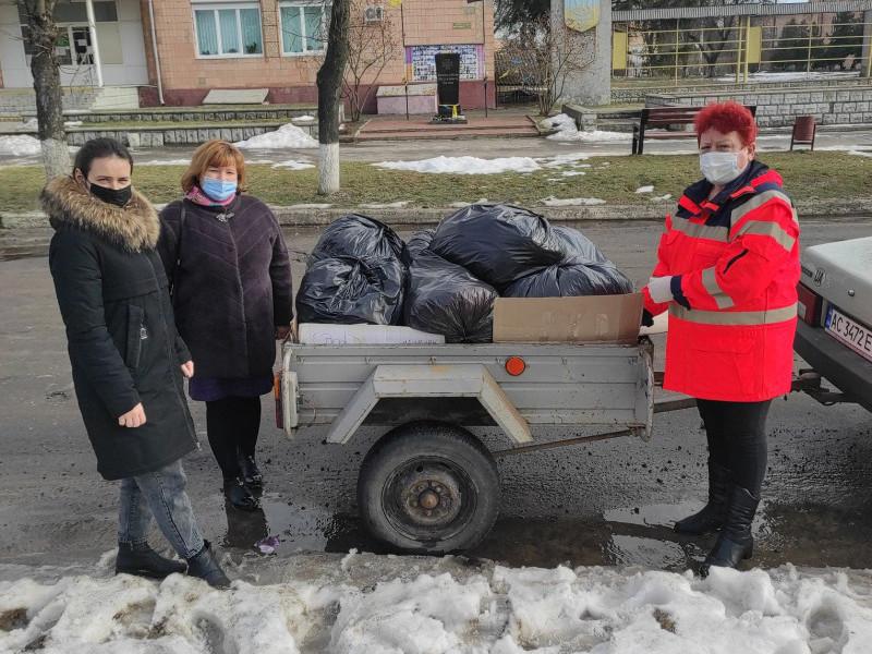 Працівникам Дубечненської сільської ради передали гуманітарну допомогу для соціально вразливих сімей