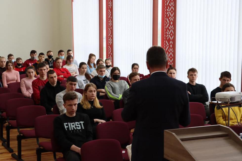 Анатолій Цьось відвідав любохинівську школу