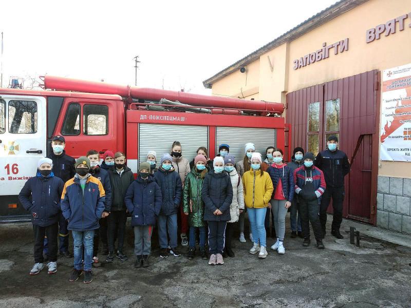 Старовижівські рятувальники розповіли школярам про особливості професії