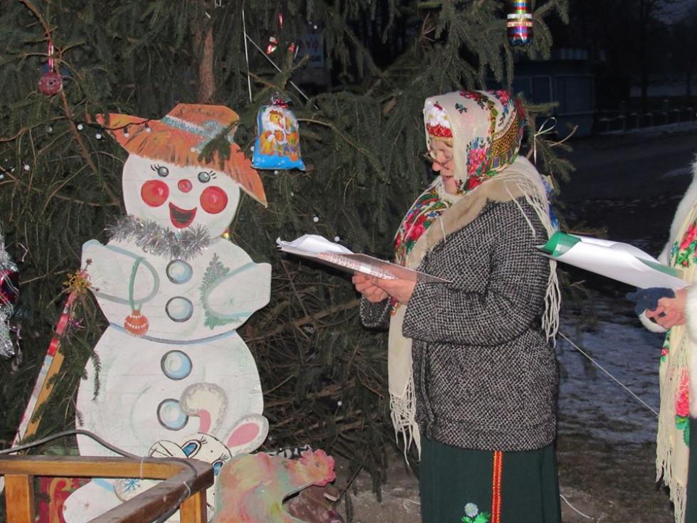 Сніговичок ідеально вписався в святкову атмосферу