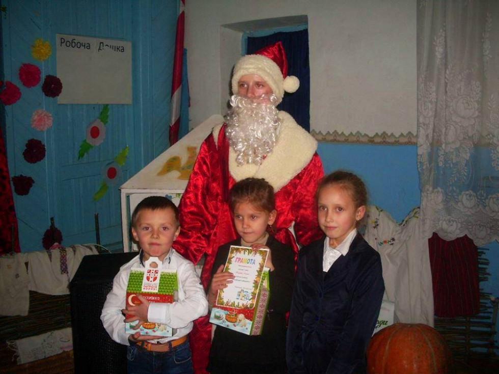 Чемні діти отримали подарунки