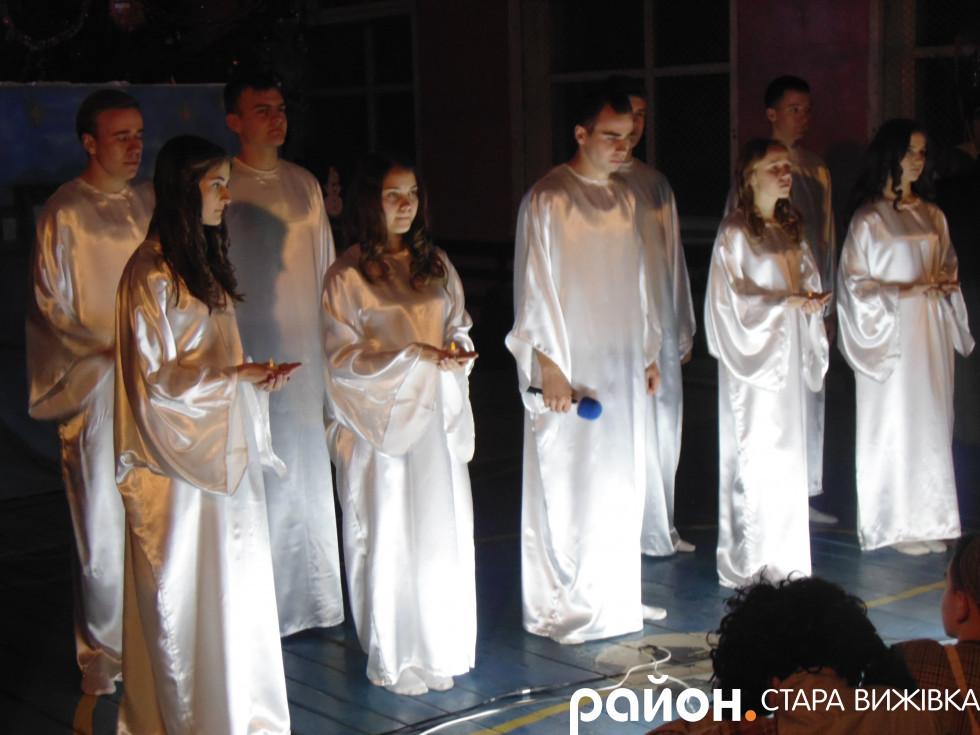 Янголи сповіщають про народження Христа
