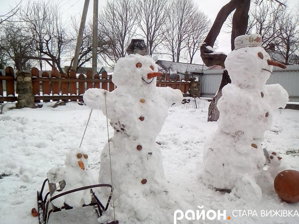 Ціла сімейка сніговиків