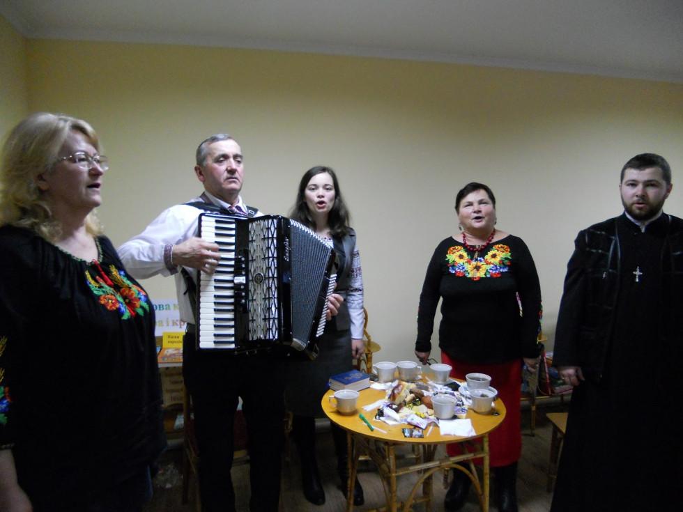 Співали старовинні колядки та щедрівки