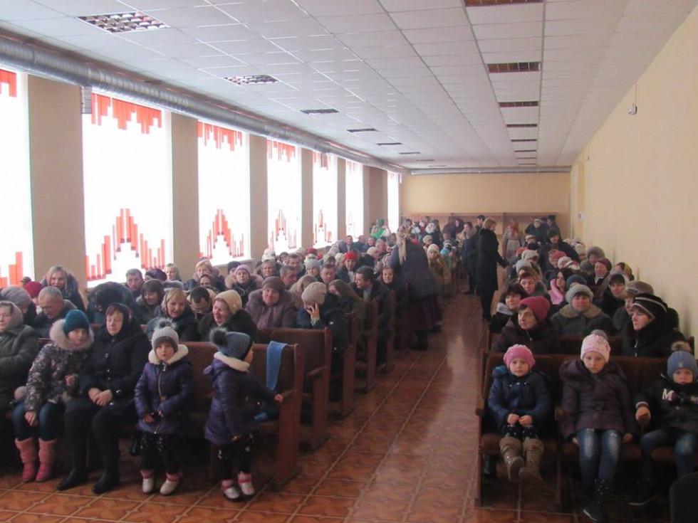 Повен зал глядачів