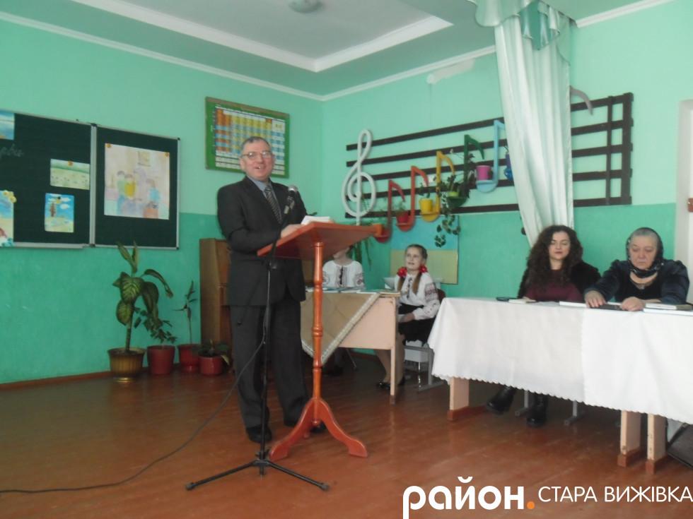 Микола Курилюк читає свої твори
