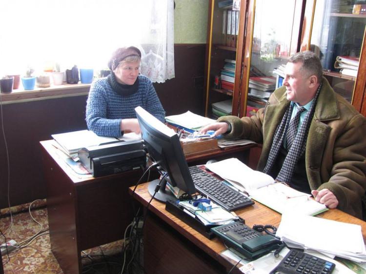 Петро Муравчук спілкується з Ольгою Тіхтей
