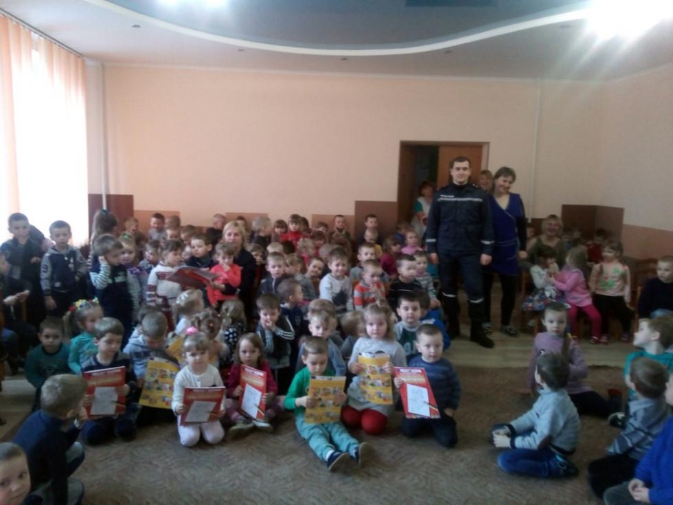 Діти з подарунками