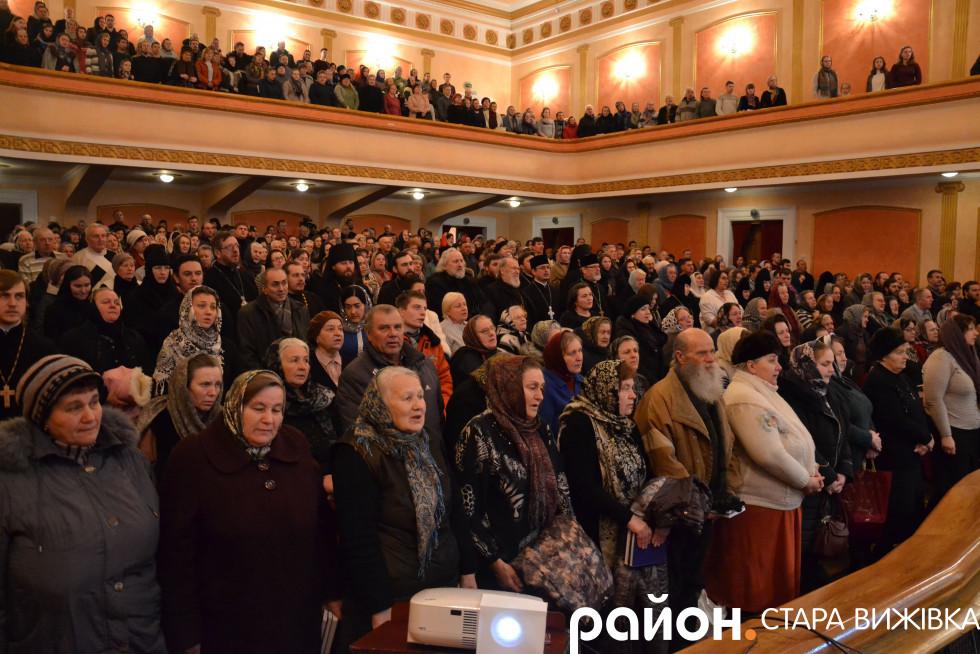 Помолитися за митрополита зібрався повен зал
