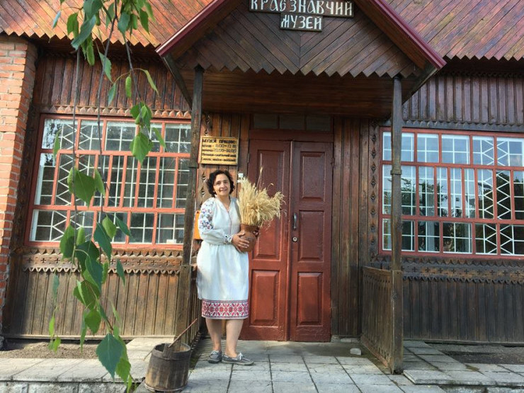 Наталія Ковальчук також сфотографувалася в національному одязі
