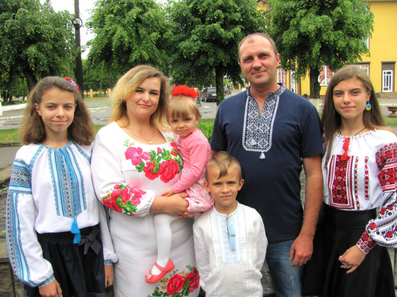 Дружна родина Савчуків (с. Буцинь)