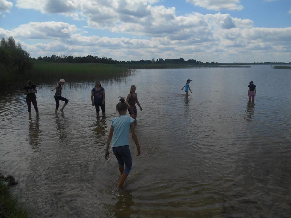 Купання в озері