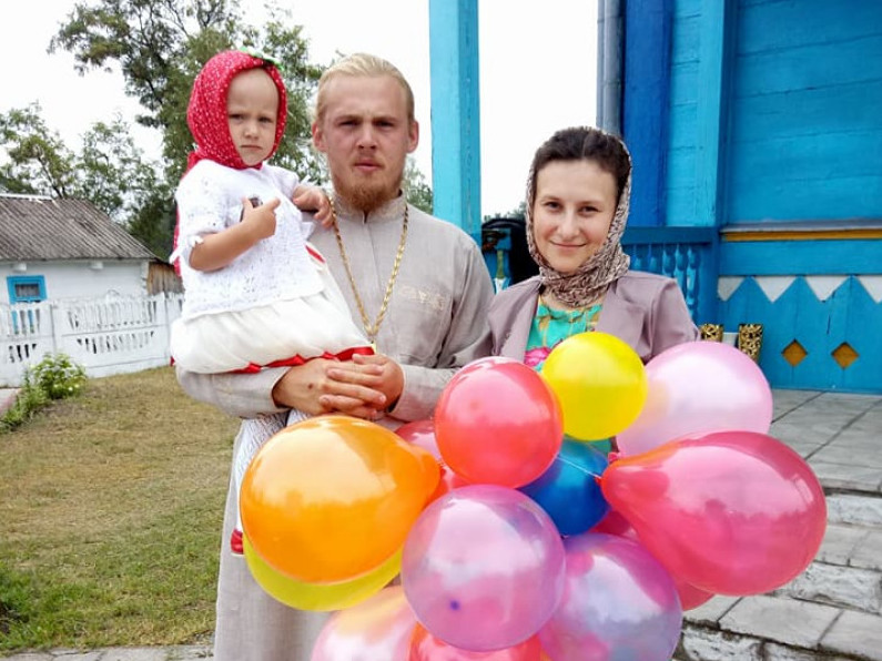 Отець Петро Бабюк з дружиною та донькою