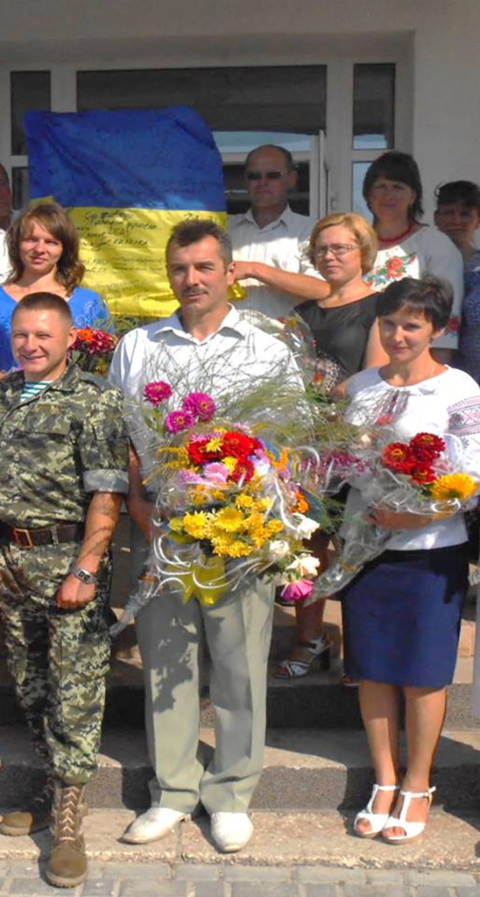 Юрій Максимук і директор школи Василь Камінський