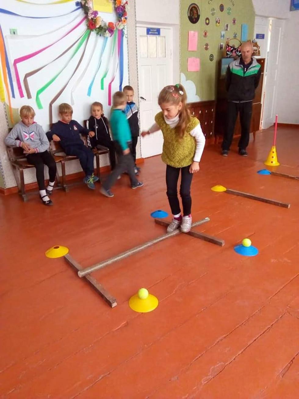 Діти беруть участь у змаганнях