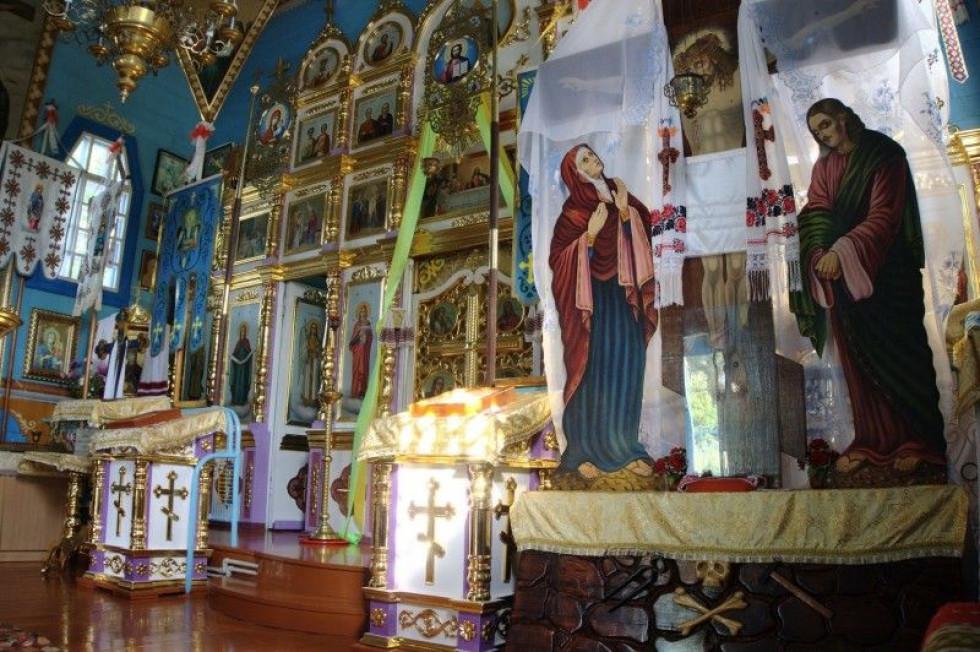 Ікони у місцевому храмі