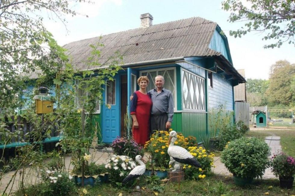 Колишня директорка школи Людмила Ступік та її чоловік Петро.