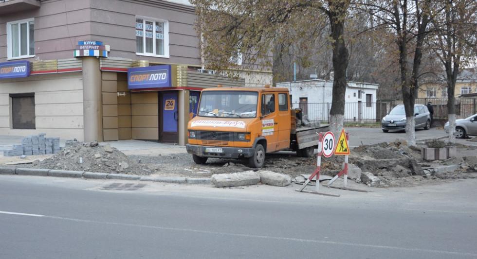 «Вишків-Брук» відремонтував тротуари на вулиці Винниченка