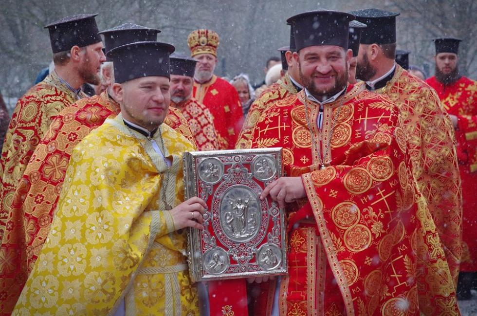 Олександр Вронський праворуч