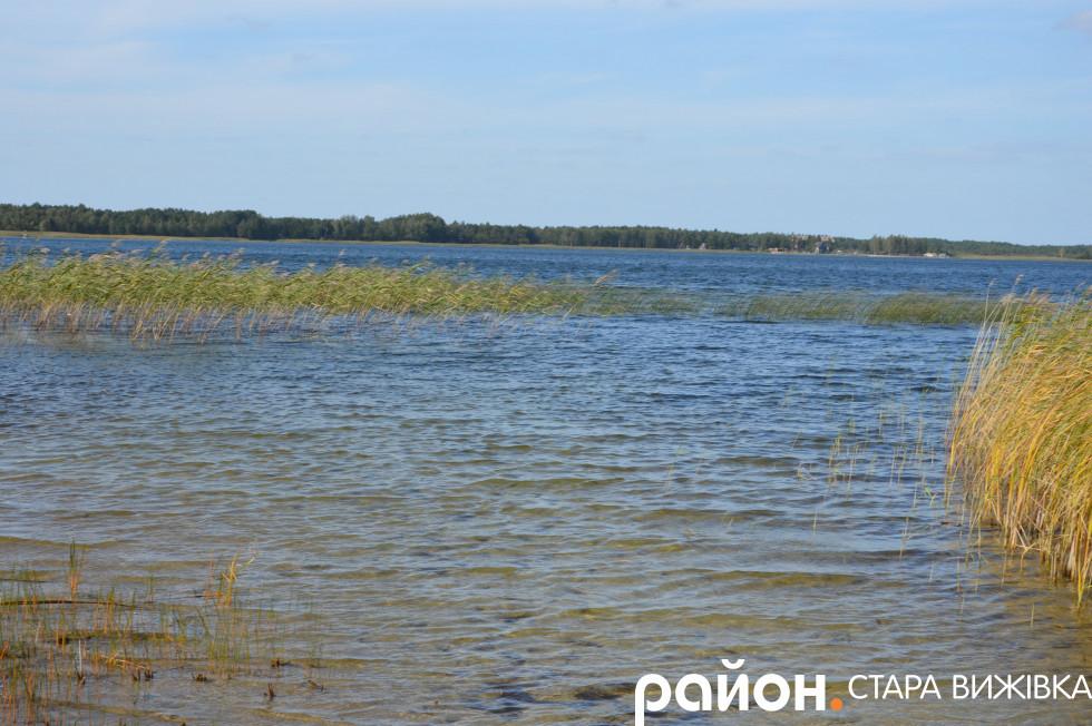 Краєвиди озера Пісочне у Любохинах
