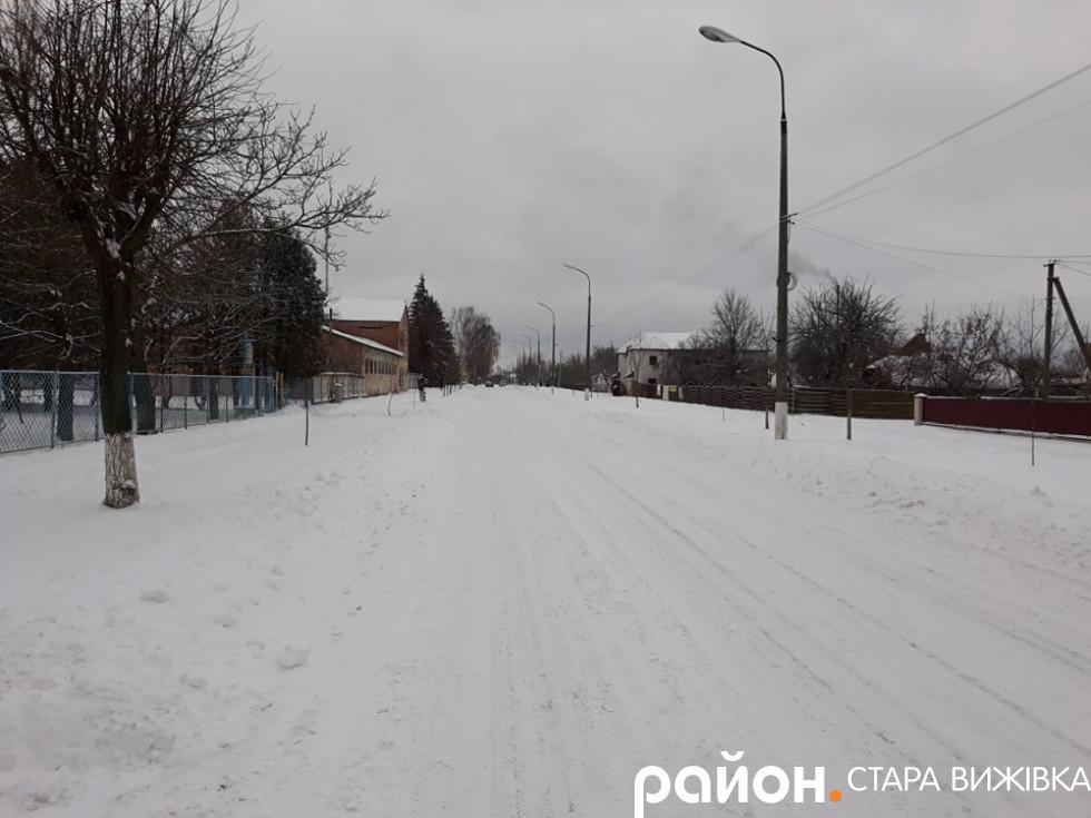 Холод і сніговії завдали чимало проблем комунальникам і краянам