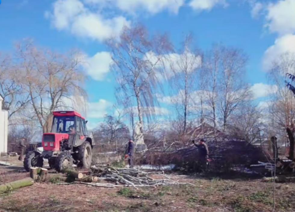 На допомогу журавлинцям прийшли працівники підприємства «Ратнівський аграрій»
