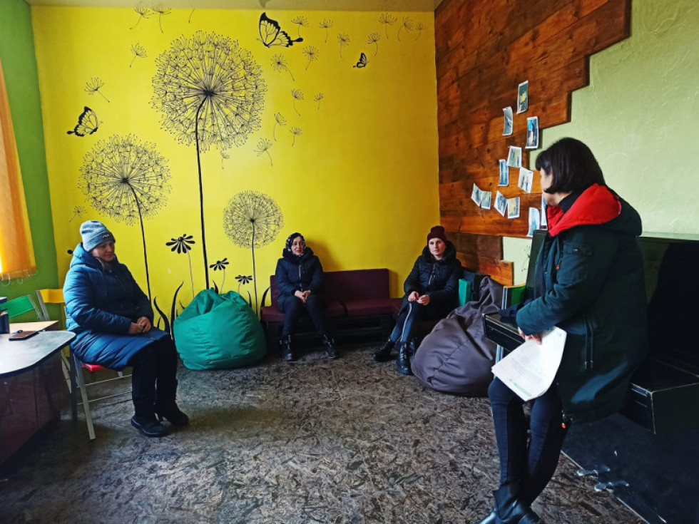 Депутатки та активістки села Журавлине організували перші збори щодо реалізації проєкту